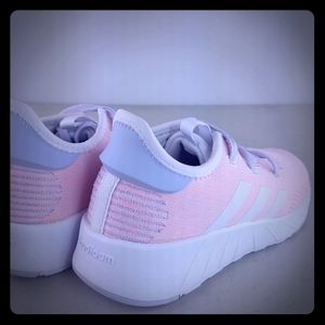 NEW Adidas Questar X BYD Sneakers Casual    - Pink